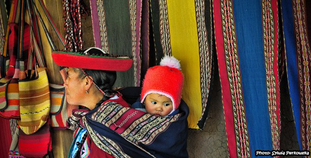 Comfortable babywearing in Peruvian manta