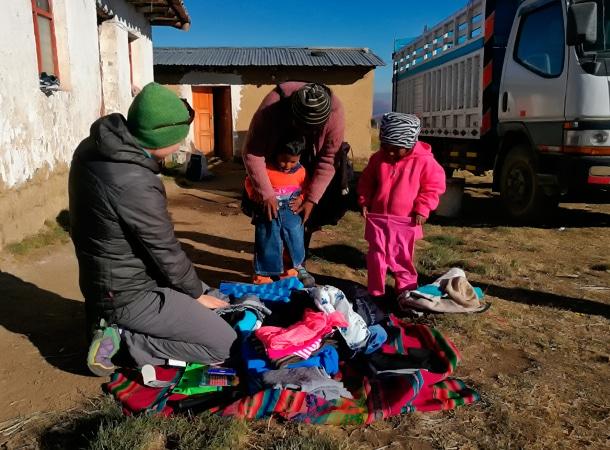 Uczestnicy naszych wypraw pomagają lokalnym społecznościom w Peru