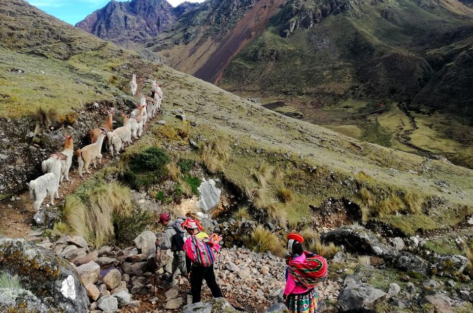 Fajne trekkingi w peru Lares Patacancha