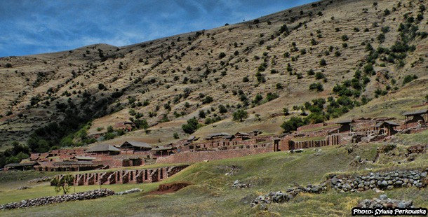 Trekking to Maukallaqta ruins