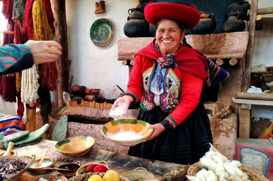 Where in Cusco region is it possible to observe how Peruvian textiles are being made?
