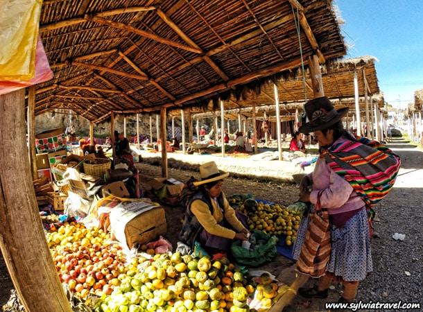 Niedzielny market w Chinchero Peru