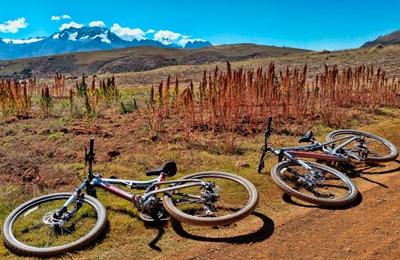 Wyprawy Rowerowe Do Moray i Maras Z Quinoa Na Pierwszym Planie