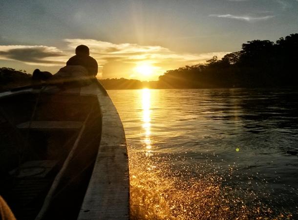 Zachód słońca nad rzeką Tambopata