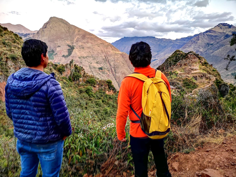 Trekking do ruin Pisac w Peru
